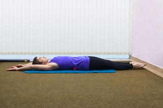 """Упражнение 4 на проверку техники пилатес """"движение под дыхание"""" - положение 1"""
