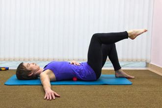 """Упражнение 1 на проверку техники пилатес """"движение под дыхание"""" - положение 2"""