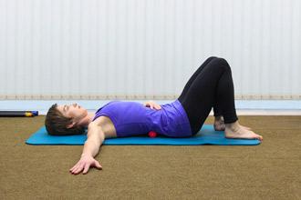 """Упражнение 1 на проверку техники пилатес """"движение под дыхание"""" - положение 1"""