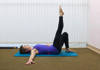 """Упражнение 2 на проверку техники пилатес """"движение под дыхание"""" - положение 4"""