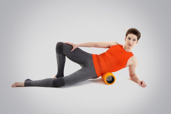 Пример упражнения миофасциального релиза (расслабления) квадратной мышцы поясницы для предотвращения хронических травм