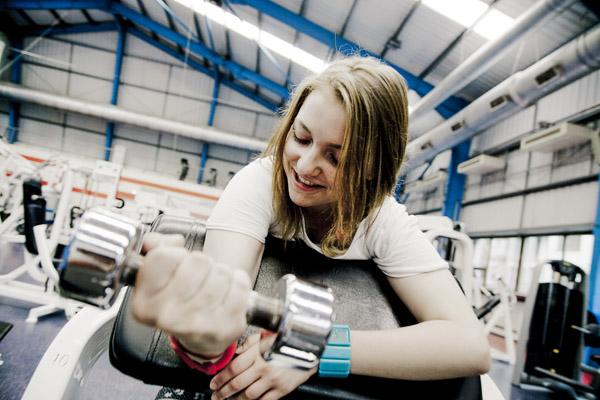 Пример силового упражнения для женщин, которые только начинают тренироваться в тренажерном зале