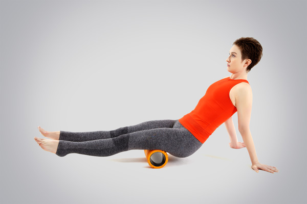 Пример упражнения миофасциального релиза (расслабления) задней поверхности бедра для предотвращения хронических травм