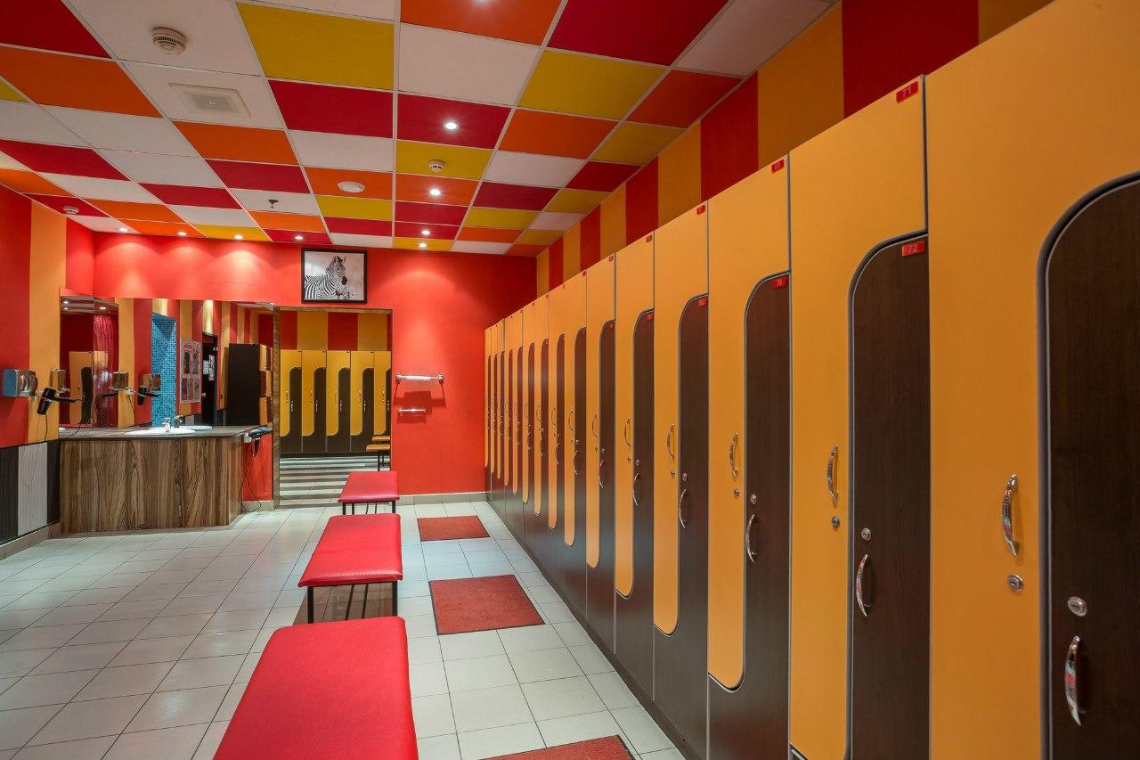 Спортзал для девушек раздевалка, Скачать В женской раздевалке одного спортивного 1 фотография