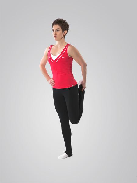 Амплитуда растягивания четырехглавой мышцы бедра гораздо больше, когда нет объемных мышц задней поверхности бедра - вид спереди