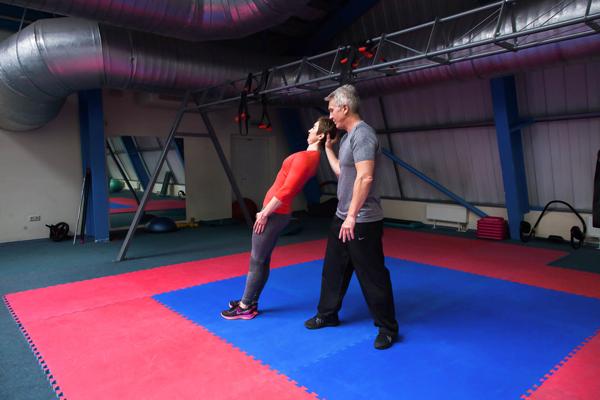 Нестандартные упражнения для шеи - к статье Академии Wellness 3