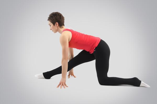 Пример упражнения статического стретчинга мышц задней поверхности бедра для предотвращения хронических травм